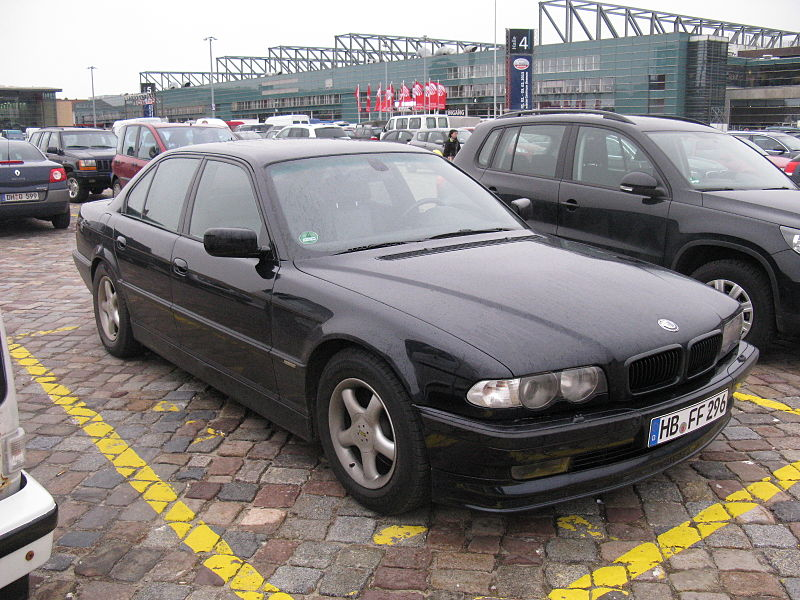 Plik:BMW 7 series E38 (8474000699).jpg