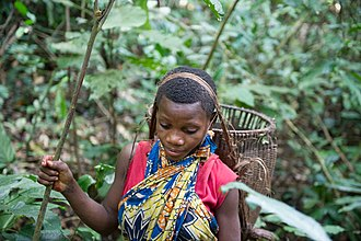 Aka people - Woman hunting in southern Central African Republic in 2014