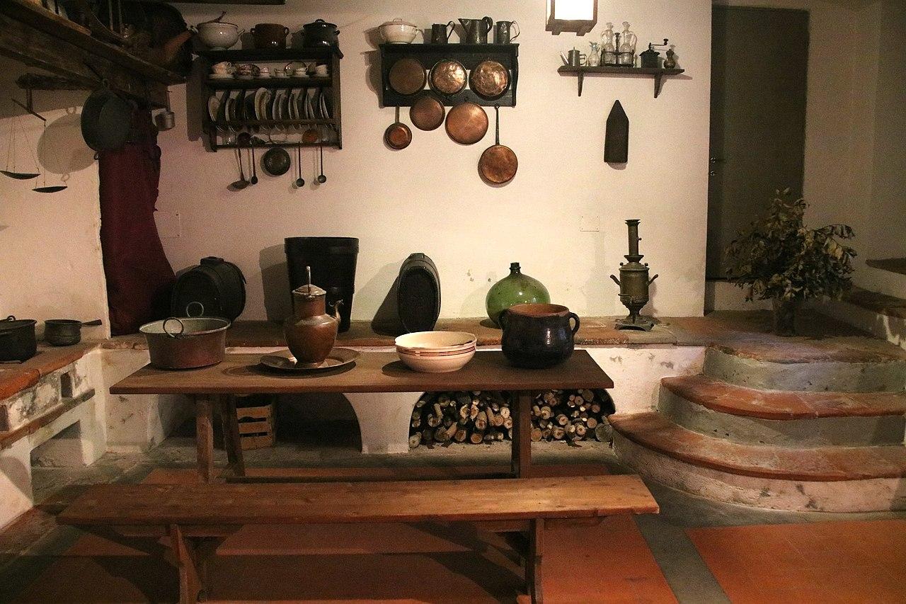 File:Bagni di Lucca, Villa Webb, vecchia cucina 04.jpg ...