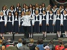 Sbor Bambini di Praga vedený Blankou Kulínskou na festivalu Trutnov Open Air