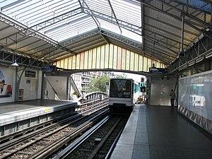 Bir-Hakeim (Paris Métro) - Image: Bir Hakeim Paris Metro Station 2