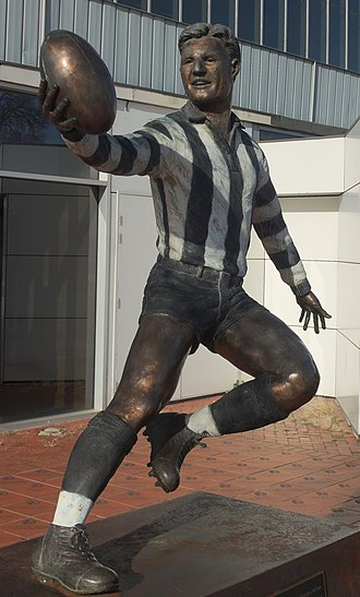 Bob Rose (footballer) - Statue of Bob Rose by Mitch Mitchell (2006)