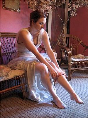 Garter (stockings) - Bride putting on a garter