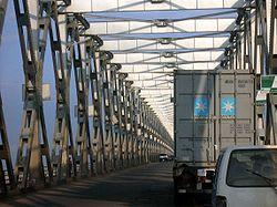 Bridge over the Niger into Onitsha.jpg