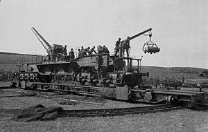 Bundesarchiv Bild 101I-069-2515-33, Frankreich, Atlantikwall, Eisenbahngeschütz.jpg