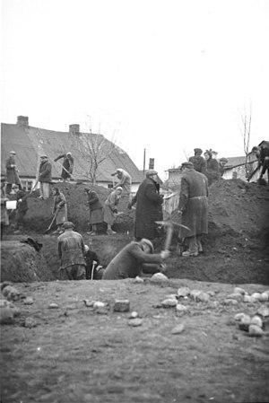 Arbeitseinsatz - Image: Bundesarchiv Bild 146 1994 027 34, Polen, Juden beim Arbeitseinsatz