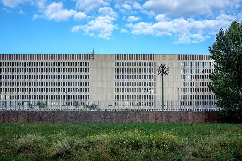 File:Bundesnachrichtendienst Zentrale Berlin (im Bau).jpg