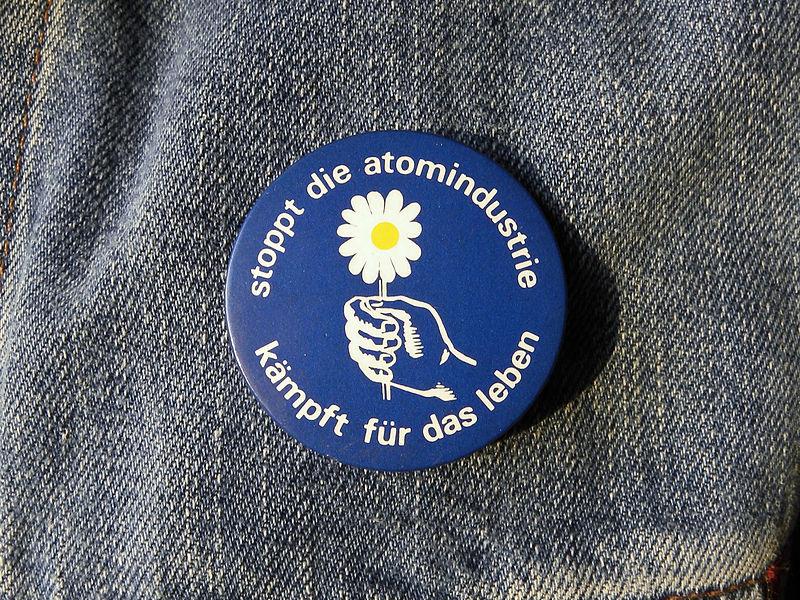 """File:Button """"stoppt die atomindustrie - kämpft für das leben"""".jpg"""