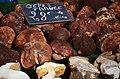 Cèpes sur un marché de Provence au mois de novembre.jpg