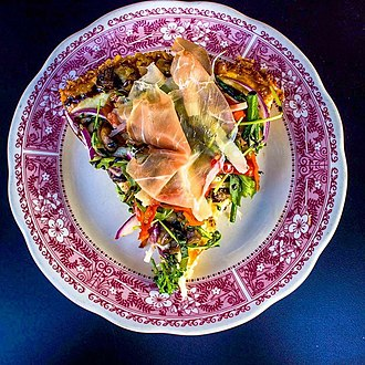 Capo's 2016 award winning pizza, The Crown Point. Caposwiki.jpg