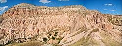 """Aktepe """"White Hill"""" vicino a Göreme e ai siti rupestri della Cappadocia (patrimonio mondiale dell'UNESCO)"""