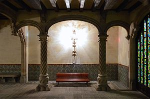 Casa Amatller - Image: Casa Amatller Foyer Bench