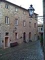 Castello Medievale di Sasso Pisano, piazza centrale.jpg