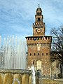 Castello Sforzesco e la fontana - panoramio.jpg