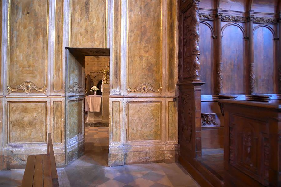 Lambris et stalles dans la cathédrale de Rieux-Volvestre (Hautes-Pyrénées, France)