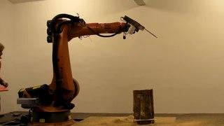 File:Chainsaw robot carves the 7Xstool by tom pawlofsky - tibor weissmahr.webm