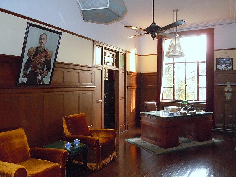 800px-Chiang_Kai-shek%27s_Office_in_Nanjing_Presidential_Palace.JPG