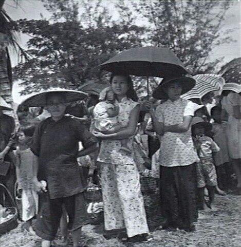 Chinese women and children in Brunei