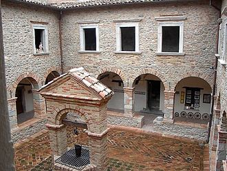 Montorio al Vomano - Cloister of the church of the Zoccolanti.