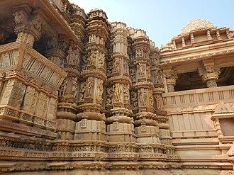 Chitragupta temple, Khajuraho - Image: Chitragupta Temple, Khajuraho 10