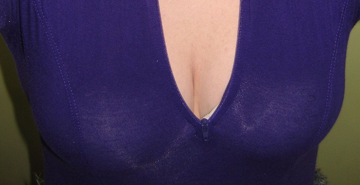 Huge Natural Tits Getting Fisted