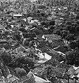 Collectie NMvWereldculturen, TM-20000918, Negatief, 'Gezicht op de stadskampong Duku Sawah vanuit Hotel Kartika Plaza', fotograaf Boy Lawson, 1971.jpg