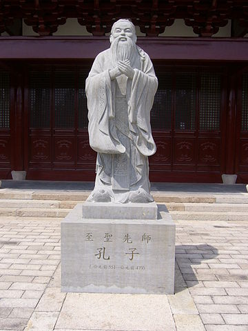 Statue of Confucius on Chongming By Mamin27 at en.wikipedia (Transferred from en.wikipedia) [CC-BY-SA-2.0 (https://creativecommons.org/licenses/by-sa/2.0)], from Wikimedia Commons