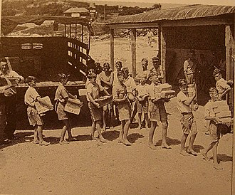 Coogee Hotel, Western Australia - Image: Coogee boys unloading at Seaside House, Jock Stewart presiding