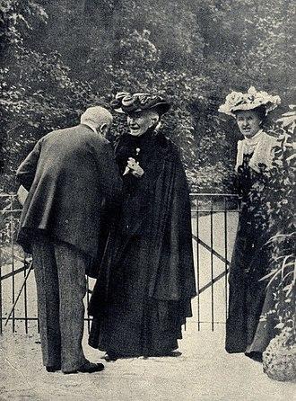 Eva Chamberlain - Image: Cosima Wagner and her daughter Eva in Bayreuth, 1906
