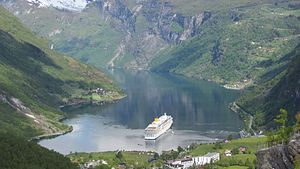 Costa Luminosa - Image: Costa Luminosa in Geirangerfjord