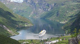 Costa Luminosa - Costa Luminosa in Geirangerfjord