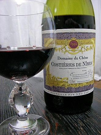 Costières de Nîmes AOC - Image: Costières de Nîmes red wine and bottle