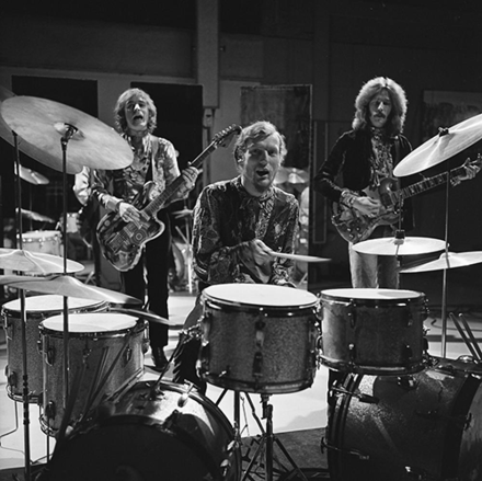Baker performing with Cream on the Dutch television program Fanclub in 1968 Cream on Fanclub 1968 (2).png