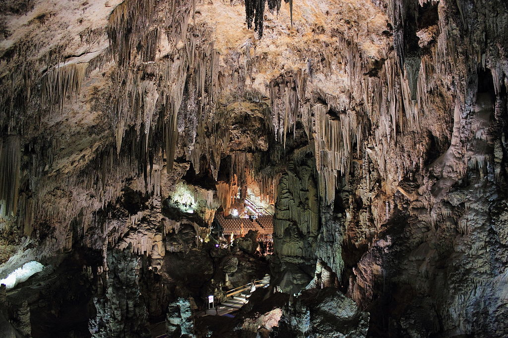 File:Cuevas de Nerja.JPG - Wikimedia Commons