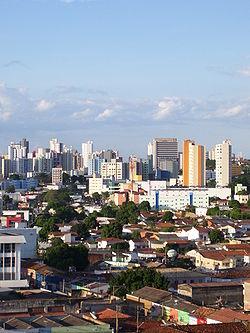 Từ trên, trái qua phải: Nhà thờ lớn Cuiabá, đồi Santo Antônio phía sau thành phố, nhà thờ Nossa Senhora do Bom Despacho, bảo tàng SESC Arsenal, Aecim Tocantins Gymnasium, Historiador Rubens de Mendonça Avenue với đại lộ Miguel Sutil, tổng quan trung tâm thành phố nhìn từ cầu from Sérgio Motta