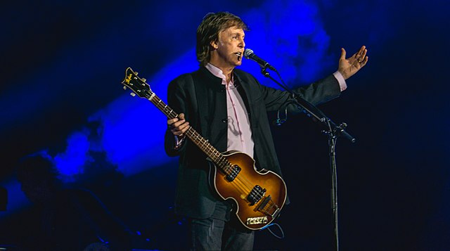 McCartney using a Hofner 500/1 bass in 2016 DesertTrip2016-117 (30018692150).jpg
