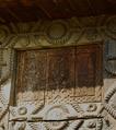 Detal drewnianej bramy.png