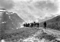 Die Landwehr Mitrailleure geniessen Bergpanorama - CH-BAR - 3241315.tif