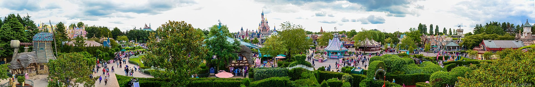 Disneyland Paris - Wikipedia