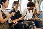 Wzrok wbity w ekran, umysł zatopiony w internecie – jak ich zresocjalizować?