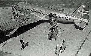 Douglas C-53D LN-IAI DNL Fornebu 1946 edited-4.jpg