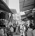 Drukbezocht marktstraatje in de stad, Bestanddeelnr 255-2273.jpg