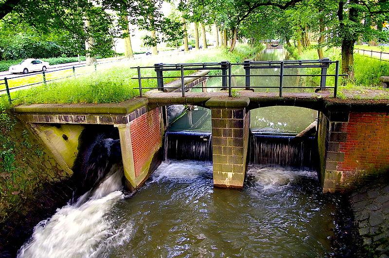 Река Дюссель в Дюссельдорфе. Свободное изображение Викимедии, автор Atamari.