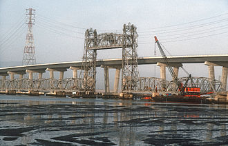Dumbarton Bridge (California) - The original vertical-lift span of the Dumbarton Bridge, shown in 1984 shortly before it was demolished