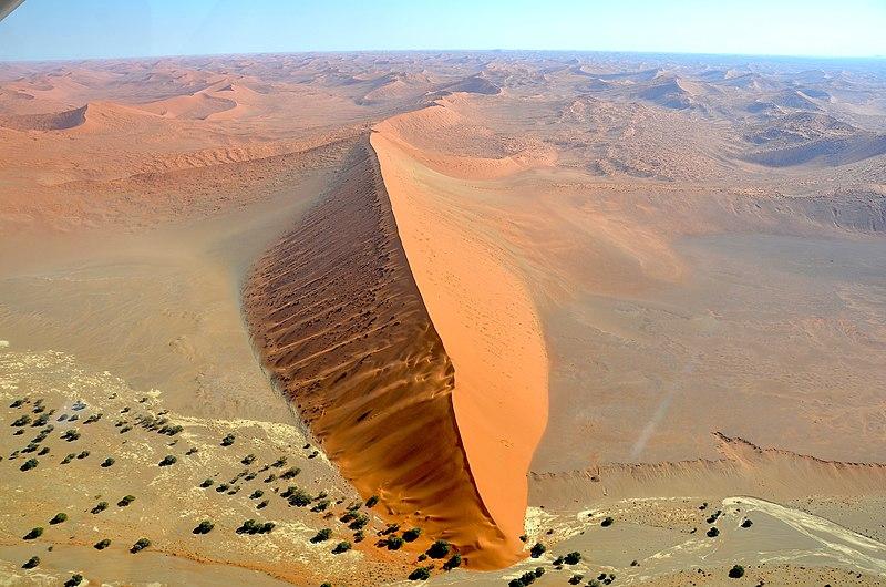 File:Dunes and Tsauchab, Sossusvlei (2017).jpg