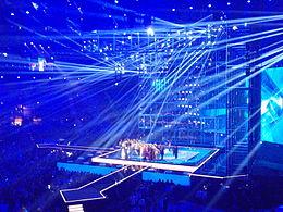 Fotografia del palco del concorso 2014, con alcuni concorrenti sul palco