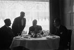 ETH-BIB-Männer im Restaurant-Inlandflüge-LBS MH05-72-02.tif