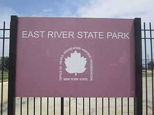 East River State Park - Image: East River State Park sign, Brooklyn, NY IMG 3741