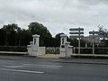 Entree du cimetiere militaire rue d'amiens beauvais.JPG