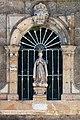 Escultura na Igrexa do Carme de abaixo. San Froitoso. Santiago de Compostela. Galiza.jpg